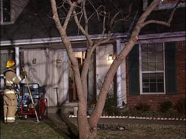 Smoke Detector Wakes Up Fire Victims