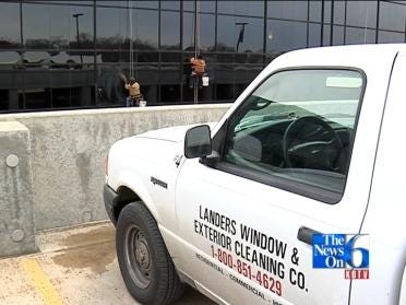 Window Washers Brave High-Rise Risk