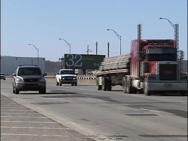 Group Pushing Lawmakers To Fix Roads And Bridges