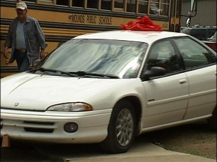 Mechanic To Give Retired Mounds Teacher A Car