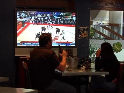 Sooner State Fans Take In NCAA Tournament