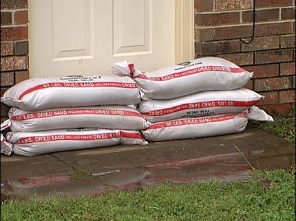 Red Cross Volunteers Help Flooding Victims