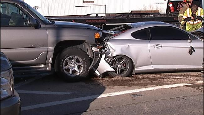 Multi-Vehicle Wreck Closes Northbound Lanes Of Highway 169 In Tulsa