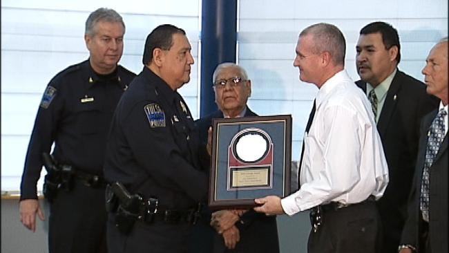 Tulsa Police Officer Gets National Award For Valor