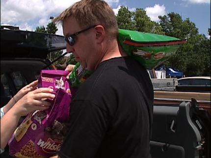 Dozens Receive, Donate Pet Food At Humane Society Of Tulsa