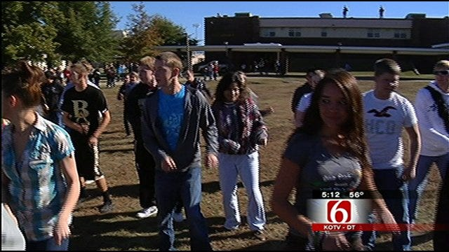 Broken Arrow Students Participate In 'Flash Mob' To Promote Unity, Diversity