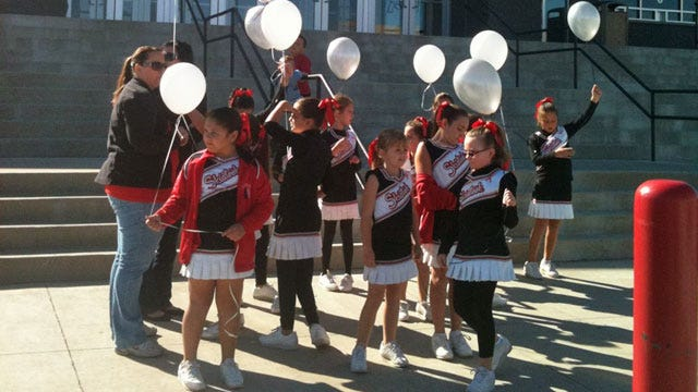 Cheerleaders Hold Balloon Release To Honor Skiatook Woman