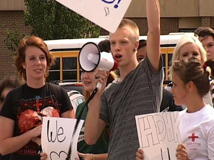 Skiatook Students Protest Principal's Suspension In Front Of High School