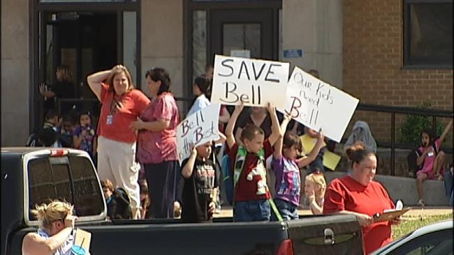 Tulsa Elementary Parents, Students Petition To Keep School Open