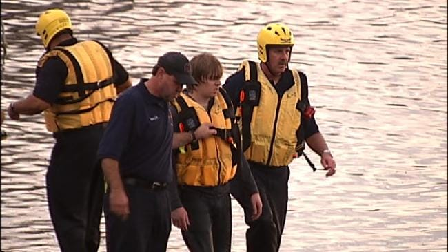 Tulsa Firefighters Rescue Man Trapped In Arkansas River