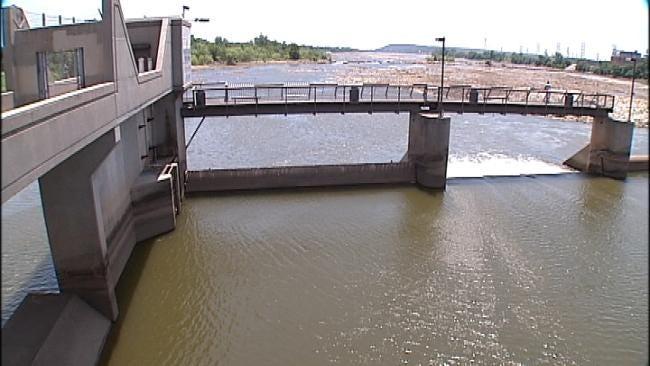 Malfunction Drains Tulsa Lake