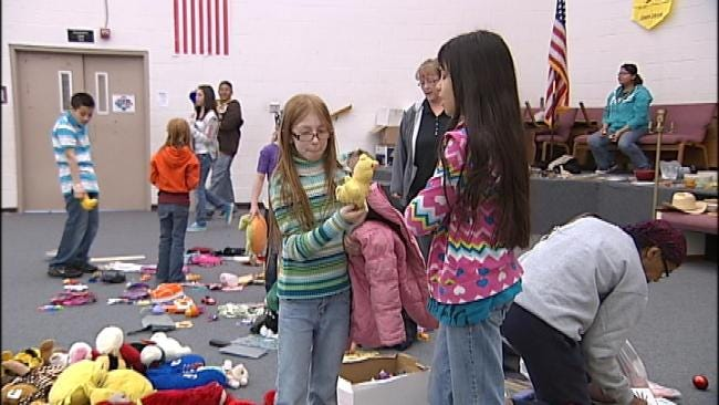 Tulsa Discovery School Kids Sell Toys For Japan Relief