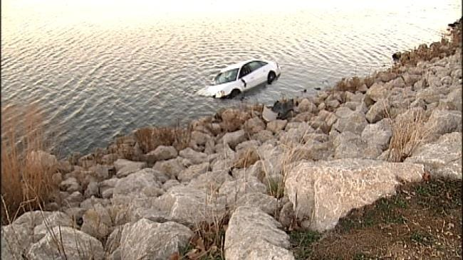 Tulsa Police: Car Runs Off Riverside Drive Into Arkansas River