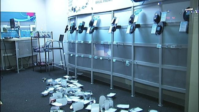 Burglars 'Clean Out' Tulsa Cell Phone Store