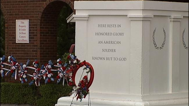 Tulsa's Floral Haven Honors Vets With 'Changing Of The Guard' Reenactment