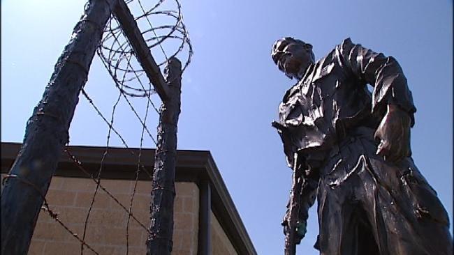 Creek Nation Dedicates Prisoner Of War Statue