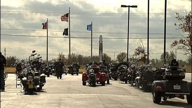 Bikers, Transport Union Workers Team Up To Spread Holiday Cheer To Military Kids