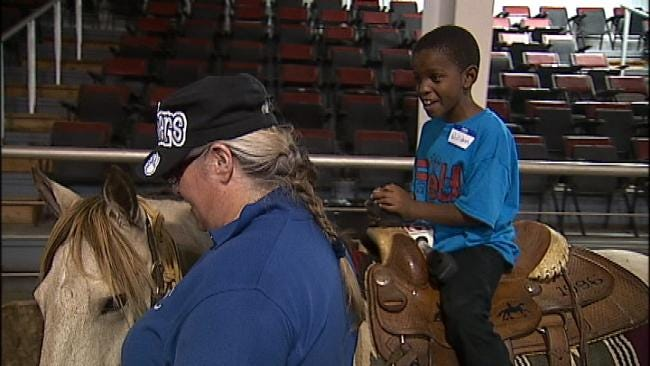 Oklahoma Blind Students Get Hands-On Lessons With Horses