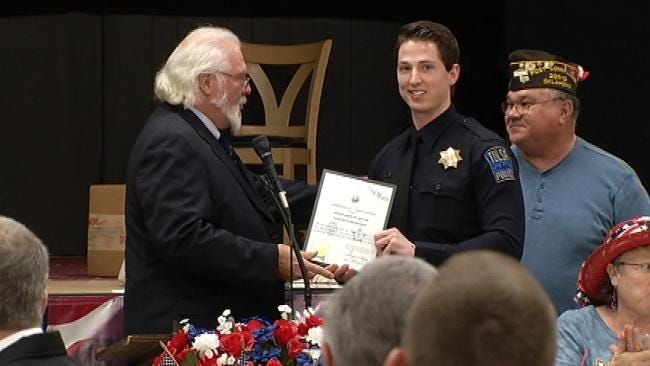 VFW Honors 2 Tulsa Police Officers For Going Above And Beyond