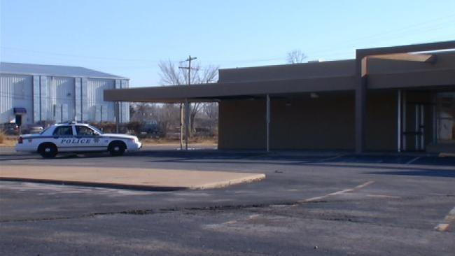 Tulsa Police: Man's Body Found Next To Strip Mall