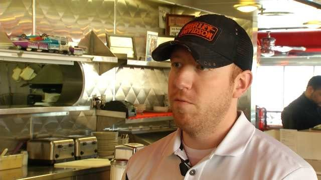 Customers Say Goodbye To Tulsa's 5 And Diner