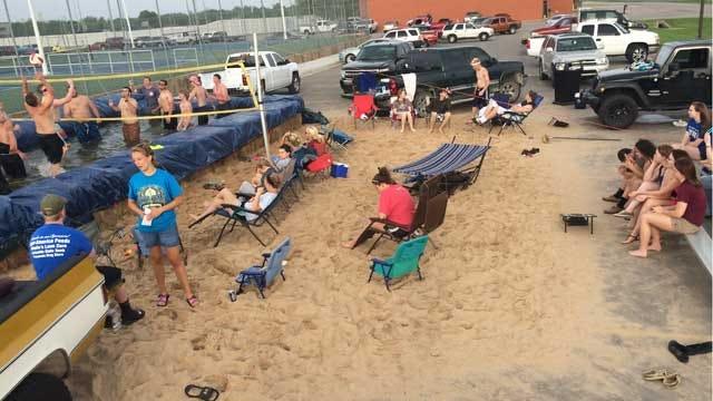 Oologah High School Students Pull Off Tropical Senior Prank