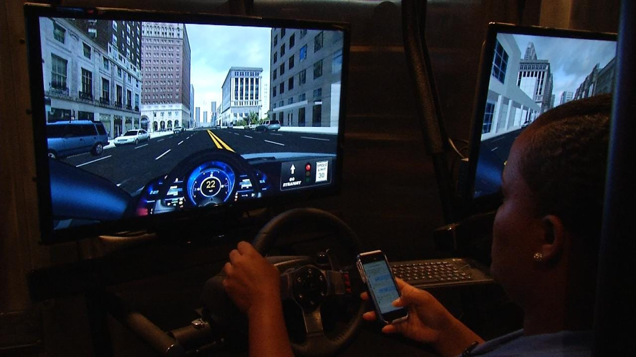 Simulator Shows Oklahoma Drivers Dangers Of Texting And Driving