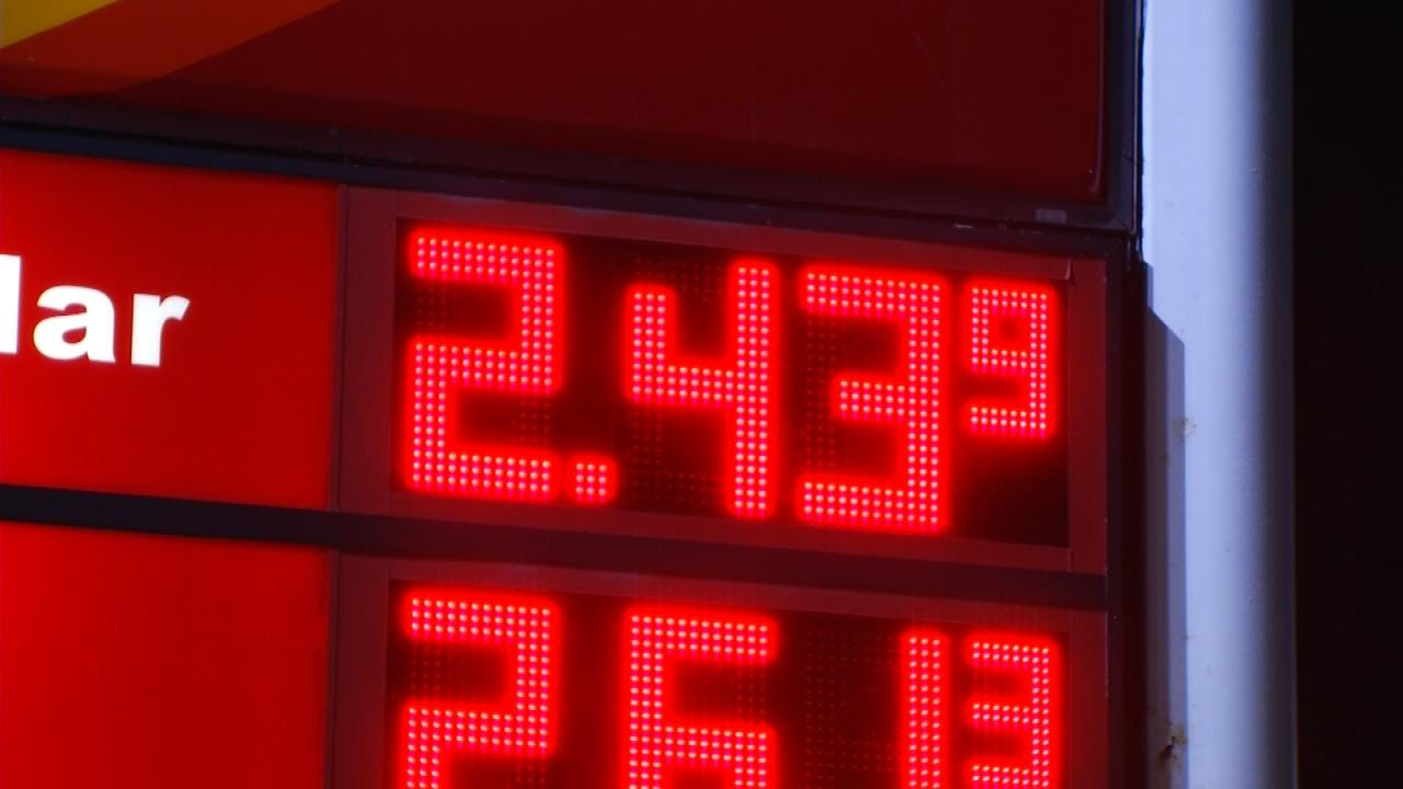 Gas Prices Up In Tulsa, But Experts Expect Dramatic Drop