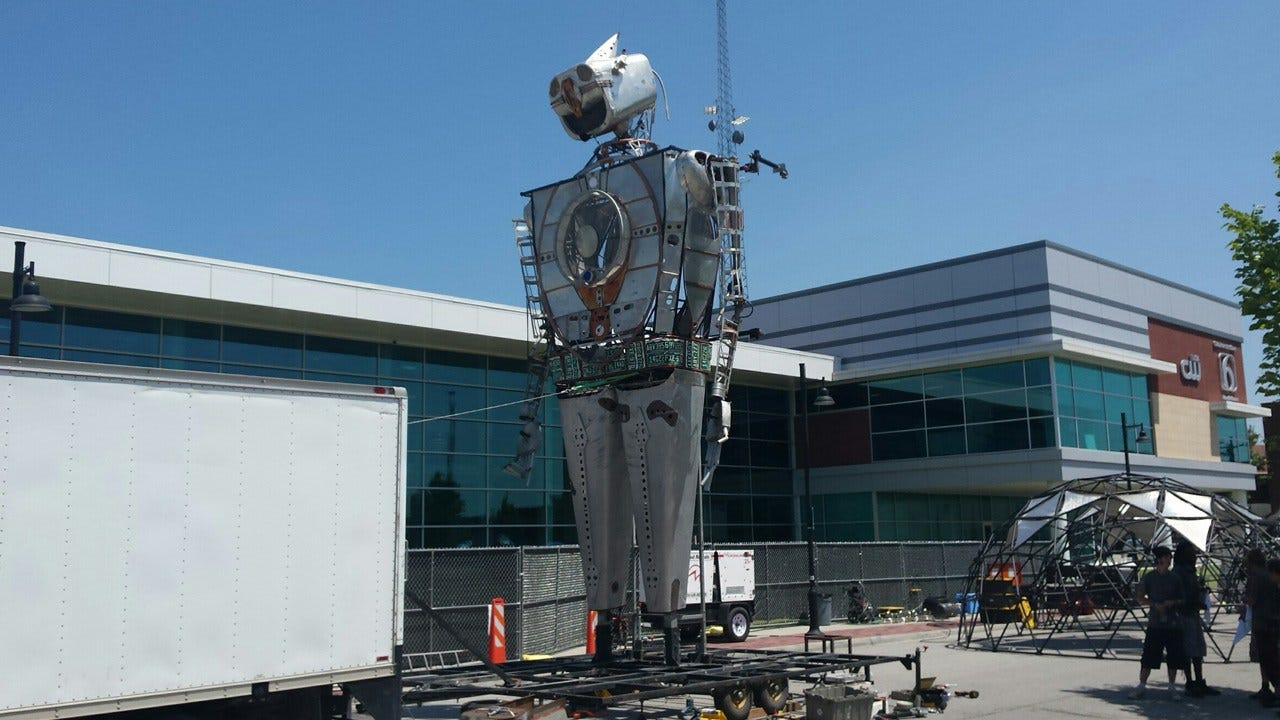 Huge Robot Sculpture Ready For Tulsa's Center Of The Universe Festival
