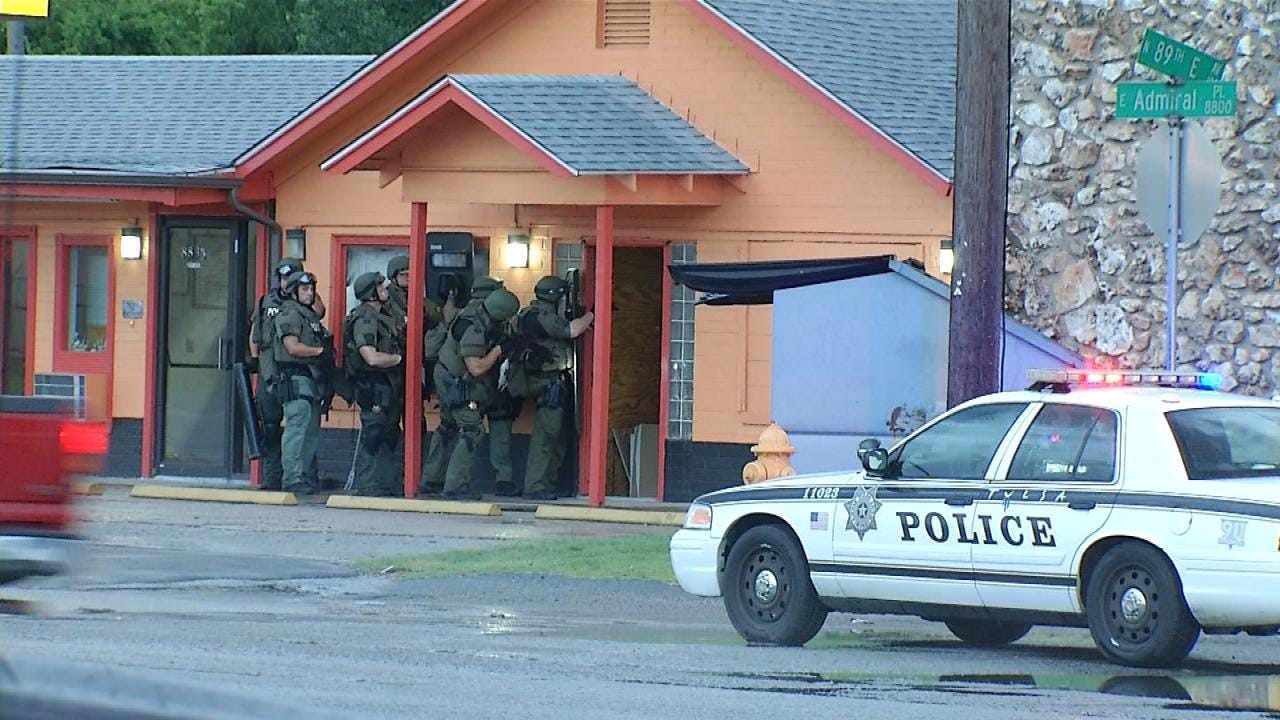 At Least Two Arrested After Police, FBI Surround East Tulsa Motel