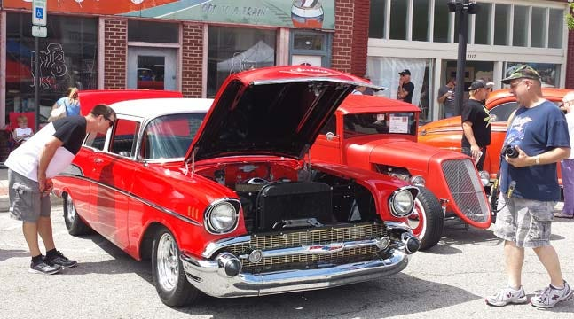 Annual Hogs 'N' Hot Rods Festival Takes Over Collinsville Main Street