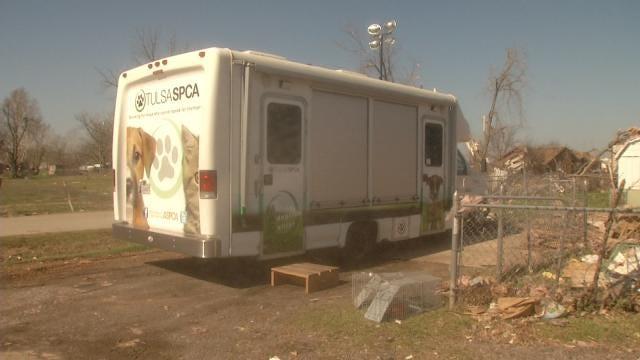 Oklahoma Volunteers Rescuing Pets From Tornado Debris