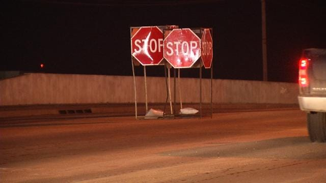 Drivers Encouraged To Avoid Broken Arrow Intersection Due To Damaged Traffic Light