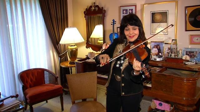 Jana Jae To Be Inducted Into Fiddler Hall Of Fame