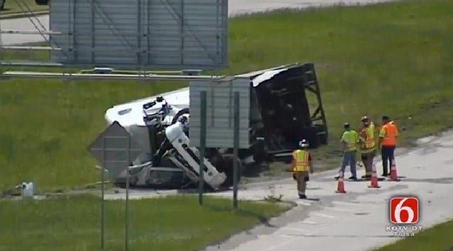 Overturned Semi Closes Ramp To Highway 75 In West Tulsa