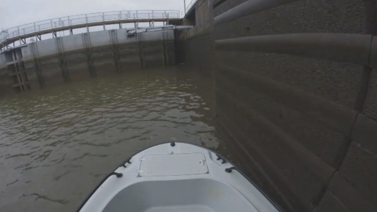 Travel Through The Webbers Falls Lock With The Army Corps Of Engineers