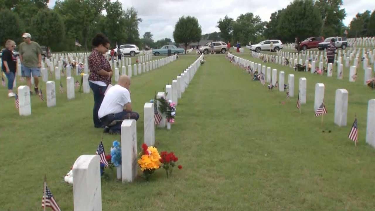 Oklahomans Show Appreciation For Veterans At Fort Gibson National Cemetery
