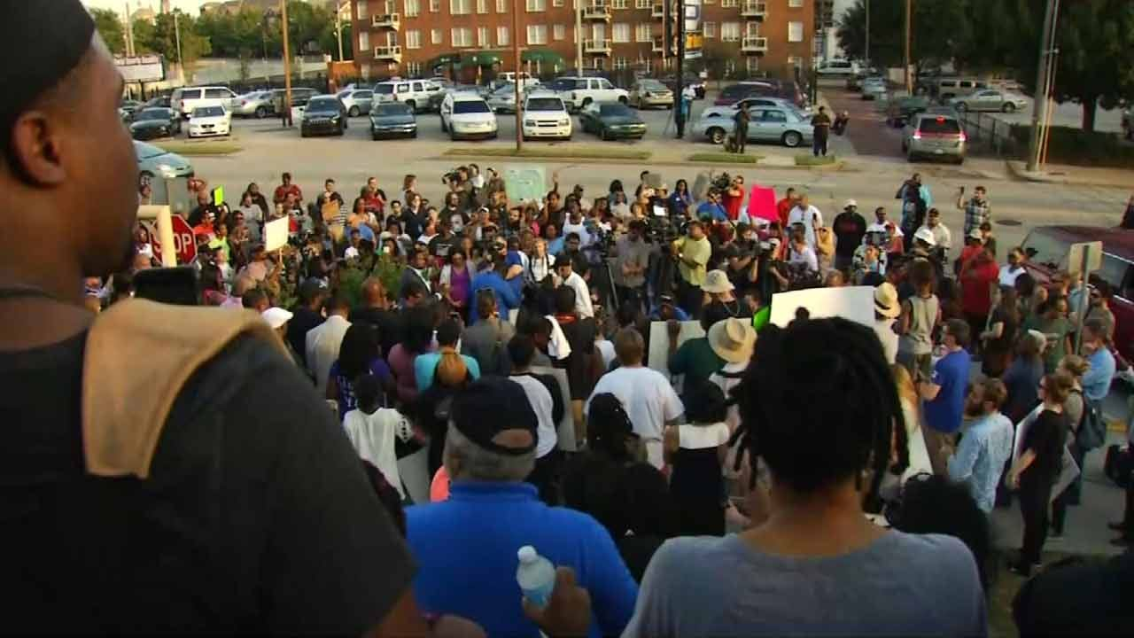 Protestors Call For Arrest Of Officer In Terence Crutcher Shooting