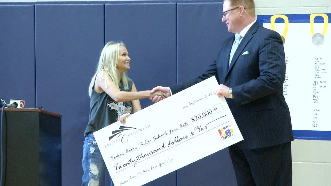 Kristin Chenoweth Making Large Donation To Broken Arrow Schools