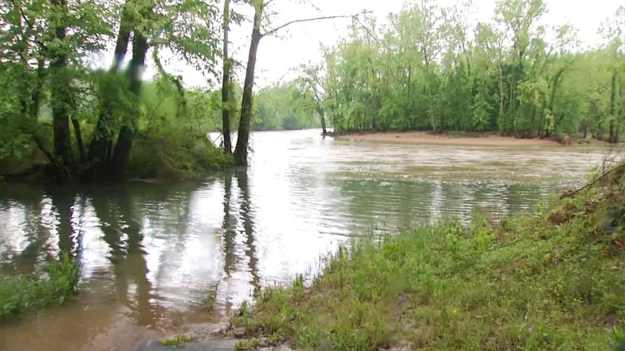 Families Along Illinois River Preparing For Potential Flooding
