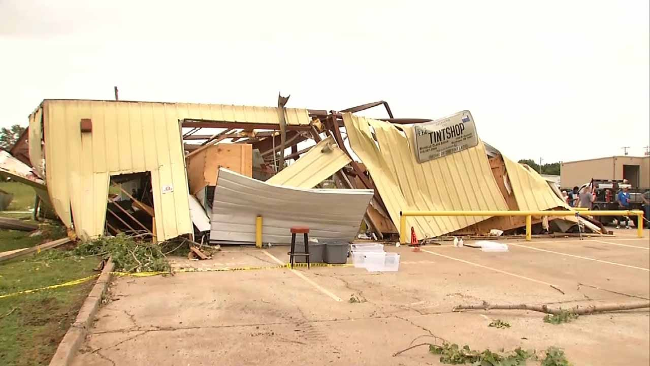 Strong Winds Knock Over Muskogee Business