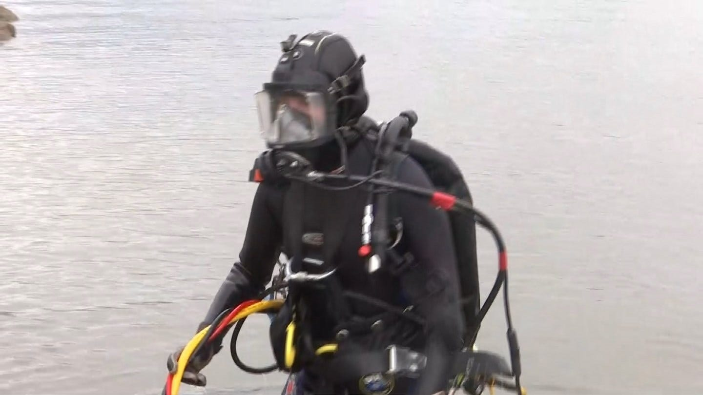 Tulsa Police Divers Search Keystone Lake For Evidence In Murder Investigation