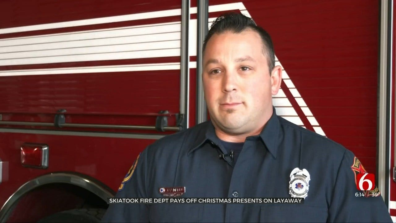 Skiatook Fire Department Delivers Gift Cards To Residents For Christmas