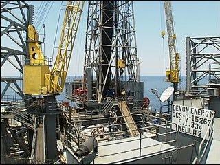 Fallin visits Alaska, calls for oil drilling