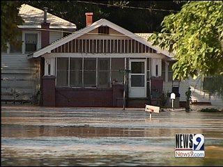 Oklahoma flood victims find little relief