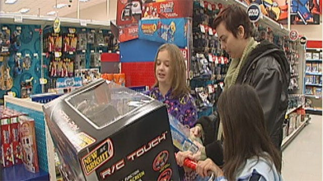 Last-Minute Christmas Shoppers Flock To OKC Stores Friday