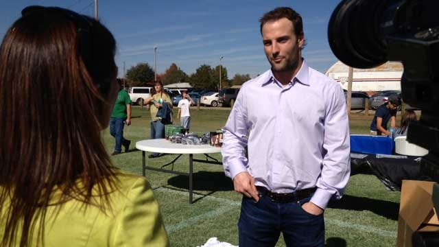 Wes Welker Helps Fields Of Dreams Become Reality For OKC Middle School