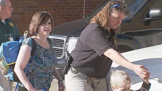 Oklahoma Mother Who Went Into Hiding With Young Son Turns Herself In