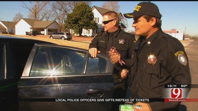 Washington, OK, Police Officers Give Gifts Instead Of Tickets