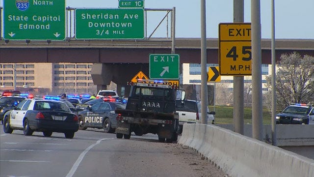 Police: Man Jumps Off I-35 Bridge After Stabbing Woman